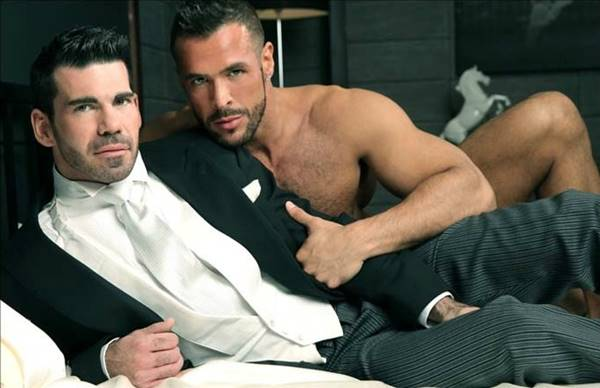 Executivos gays numa transa gostosa no escritorio