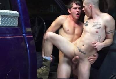 Sexo com mecânico gay