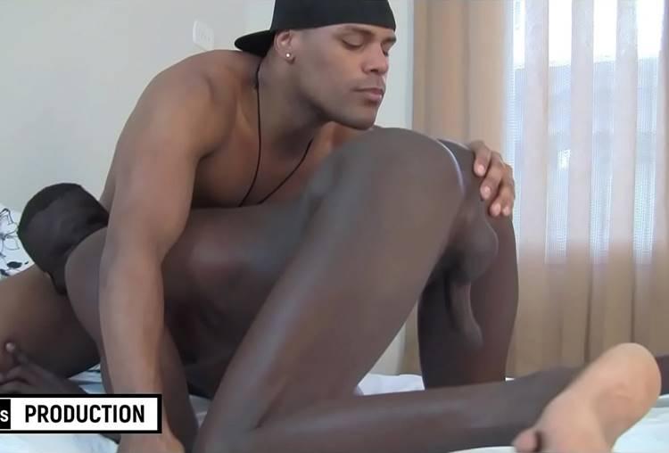 Macho brasileiro fazendo sexo